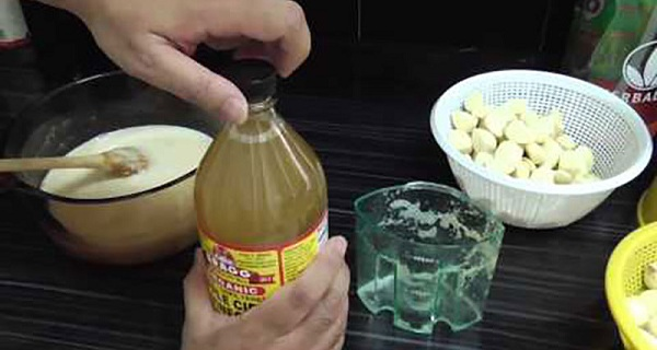 Lemon With Garlic Mixture: Perfect For Clearing Heart Blockages!